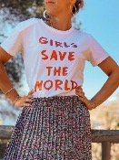 T SHIRT  GIRLS SAVE THE WORLD